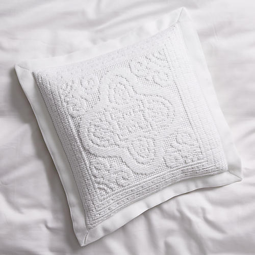 Medallion Throw Sham, White