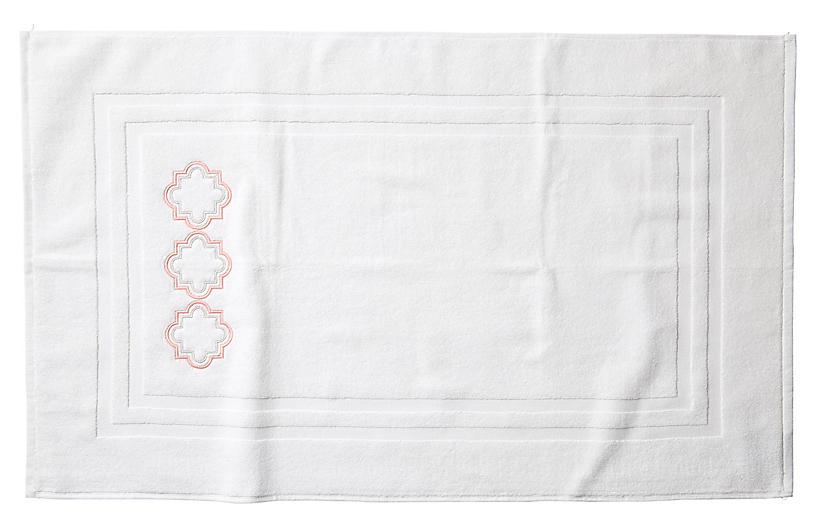 Quatrefoil Bath Mat, White/Pink